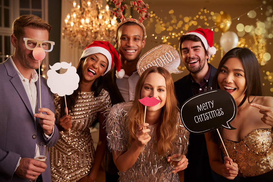 6 Steps for Getting the Best Photo Booth Service for Your Holiday Party