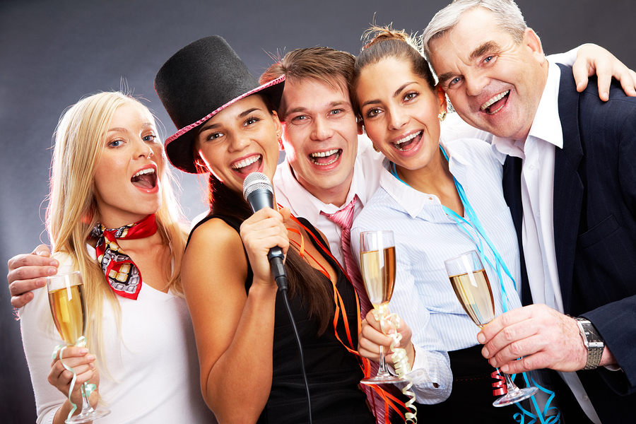 How to Spice Up That Christmas Office Party with Quality Music from a Professional DJ