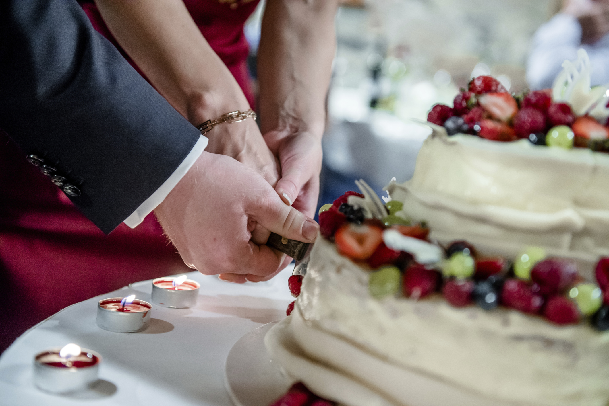 wedding cake cutting ceremony tips for using a naperville wedding dj for cake cutting 22319
