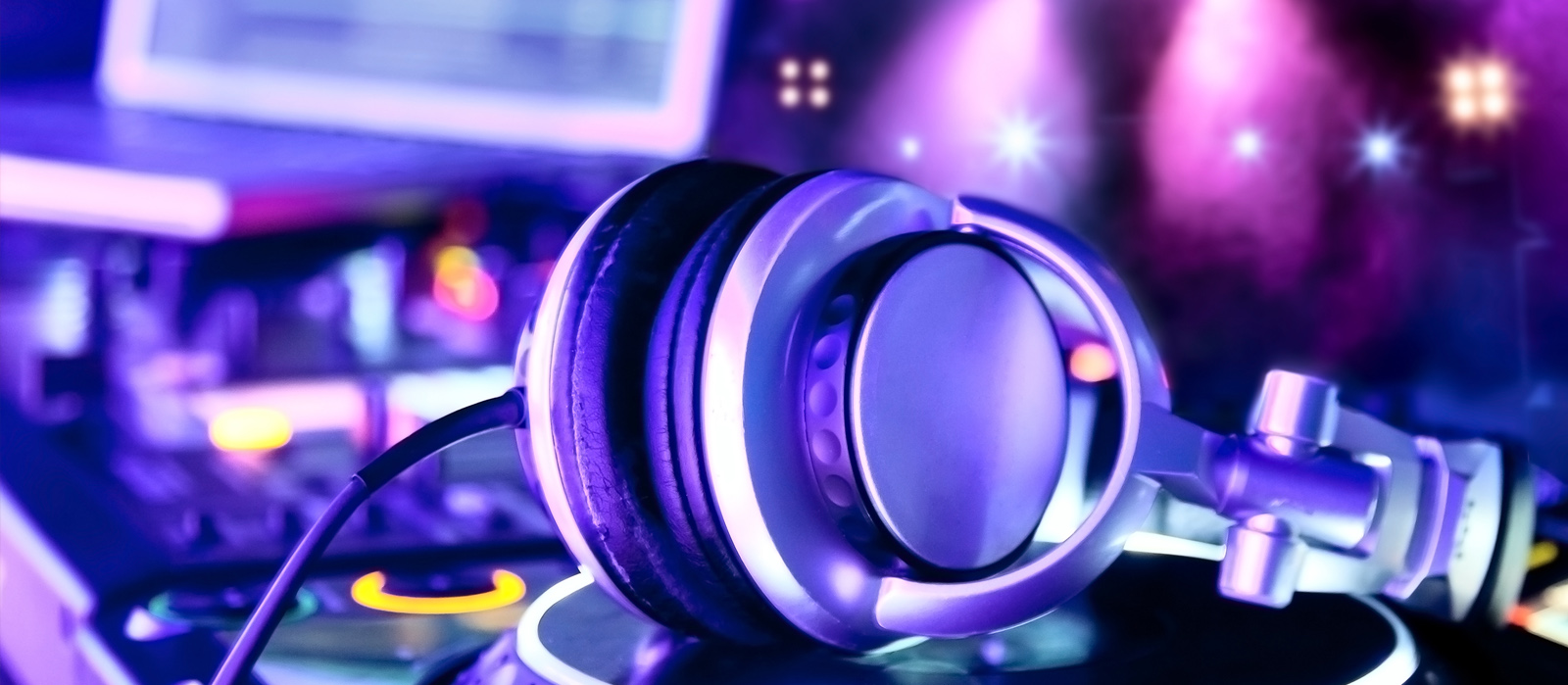 From Good to Great: What Makes a Wedding DJ in Naperville Memorable?